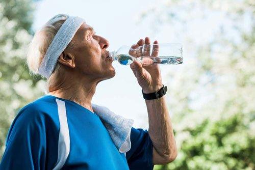 Migliore acqua per gli anziani